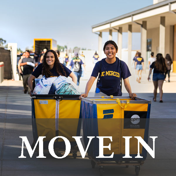 Students with move in carts